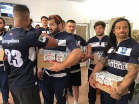 Au dus cadouri de Paște Rugbyștii de la Tomitanii Constanța, vizită, în Vinerea Mare, la Căminul pentru Persoane Vârstnice (galerie foto)