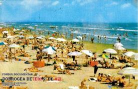 Mulțime de oameni pe plaja din Mamaia