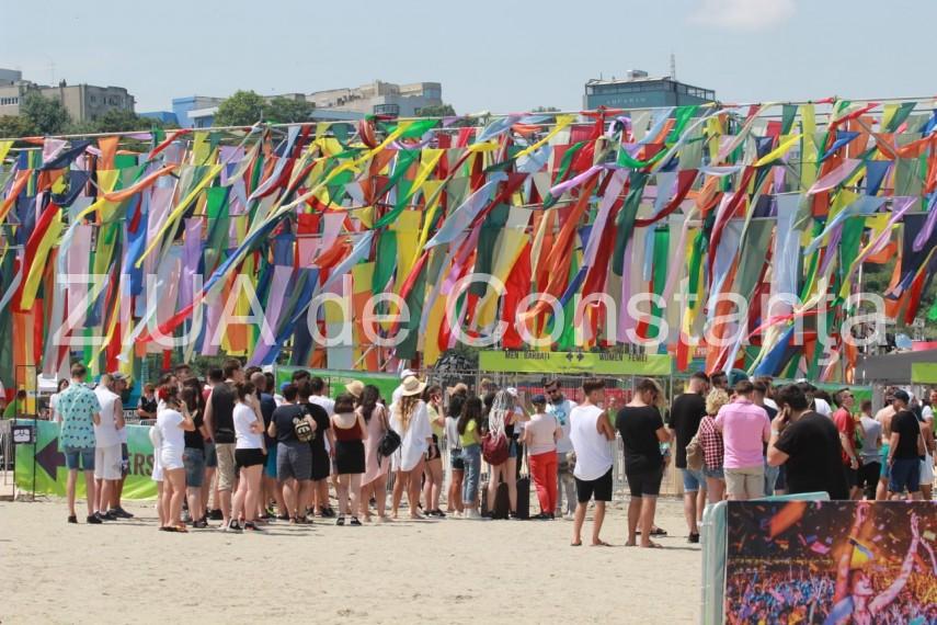 update festivalul neversea si a deschis portile taram fantastic plin de culoare si multe surprize ce
