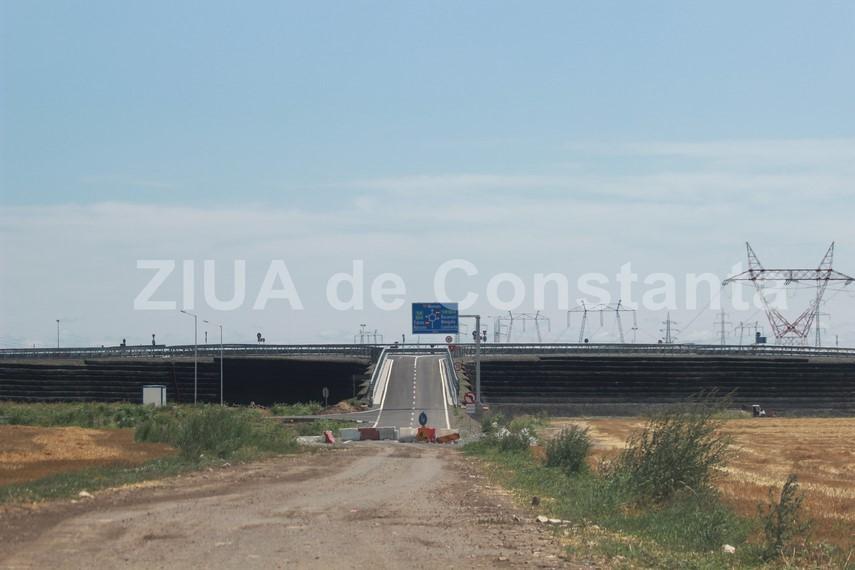 singurul sens giratoriu suspendat peste o autostrada din romania este la constanta dar e aproape inutil