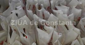 """200 de pachete, împărţite persoanelor aflate în dificultate Apel umanitar lansat de Asociaţia """"Suflete deschise"""" şi Arimex Comexim 2000 SRL"""