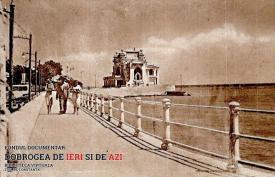 Oameni plimbându-se pe faleza Cazinoului din Constanța (1920)