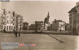 """#citeșteDobrogea """"Mărturii de epocă privind istoria Dobrogei (1878-1947)"""" Generalul Averescu, aclamat în Piața Ovidiu din Constanța"""