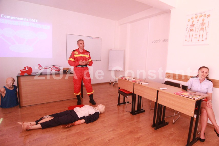 compresii si ventilatii cursurile de acordare a primului ajutor o necesitate pompierii constanteni instruiesc