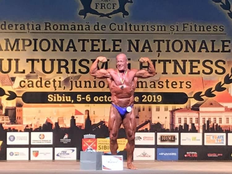 culturistul din navodari are 69 de ani super campion vasile serban al 15 lea titlu de campion national