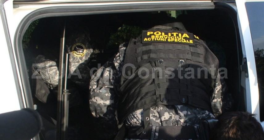 perchezitii in capitala si in judetul arges intr un dosar de contrabanda cu arme 713164