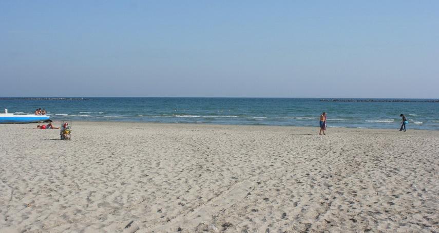 guvernul a aprobat prin hg inchirierea unor bunuri ale apelor romane sase sectoare de plaja de pe litoral