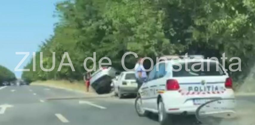 cascadorii neintentionate pe dn39 o masina a zburat in afara partii carosabile galerie foto si video