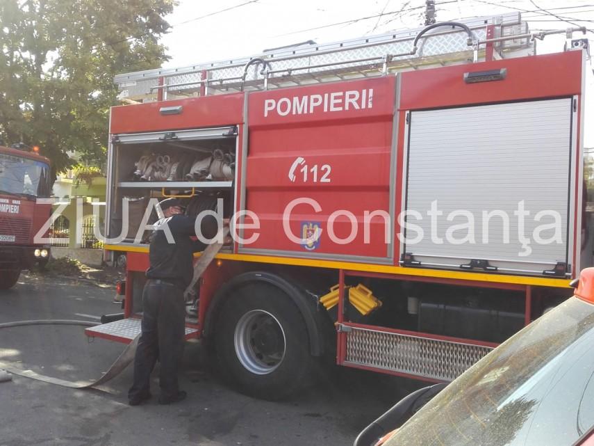 Incendiu in Constanta. O masina a luat foc in zona Faleza Nord